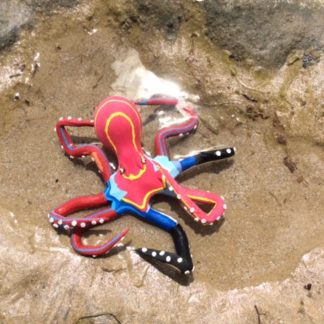 Octopus from discarded thongs and flipflops - Ocean Sole
